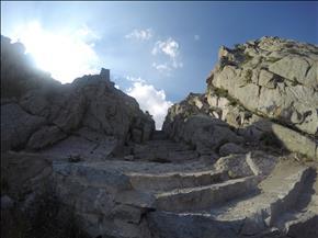 گذرگاه ورودی قلعه