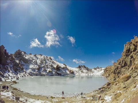 دریاچه یخ زده