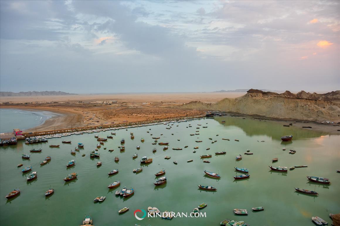 تماشای قایق ها و لنج های صیادی