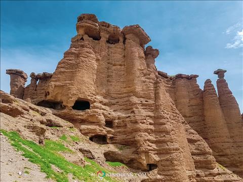 راهپلهها و اتاقهای قلعه بهستان