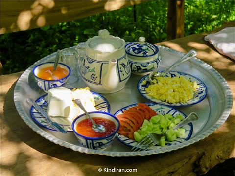 A natural Breakfast in a Beautiful Garden
